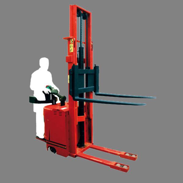 Apilador eléctrico hombre a bordo carga 1.6 Ton altura 4 Mts New Line