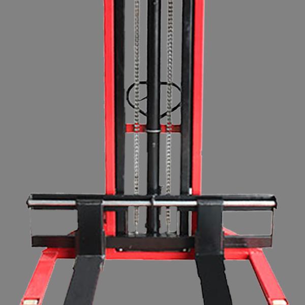 Descripción: Apilador extra ancho Marca New Line Hidráulico manual Capacidad maxima 1.5 Toneladas estructura de acero de grueso calibre, dimensión...