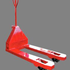 Descripción: Patin hidráulico angosto Marca New Line Capacidad maxima 3 Toneladas estructura de acero de grueso calibre, dimensión de horquillas 2 X 48 Pulg
