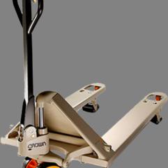 Descripción: Patin hidraulico Crown PTH-50 Capacidad maxima 2.5 Toneladas estructura de acero de grueso calibre, dimensión de horquillas 27 X 48 Pulg...