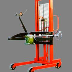Descripción: Volteador de tambos Marca New Line Capacidad maxima 350 kg. estructura de acero de grueso calibre, dimensión de plataforma...